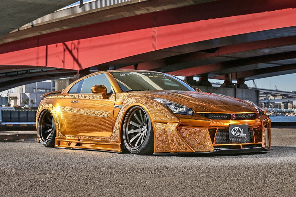R35GT-R 2016Ver. GOLD METAL PAINT GODZILLA  -FRONT-